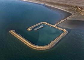 عملیات اجرایی موجشکن بیاهی در طرح توسعه بنادر چند منظوره سواحل جنوب
